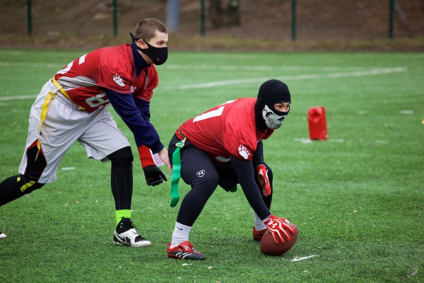 Flag-football team Moscow Bruins before the snap