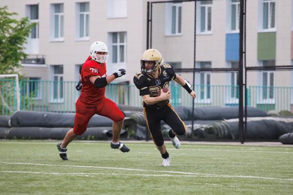 Spartans QB Ivan Goloveshkin (#21) carrying the ball