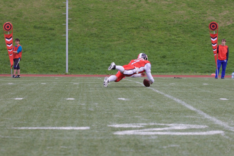 Rebels quarterback Dmitry Barshev (#7) covering the ball after clumsy 1-point realisation