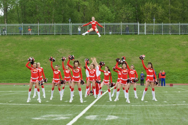 Rebels girls cheerleading crew