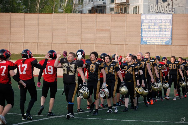 Moscow Spartans and Moscow Dragons after the game