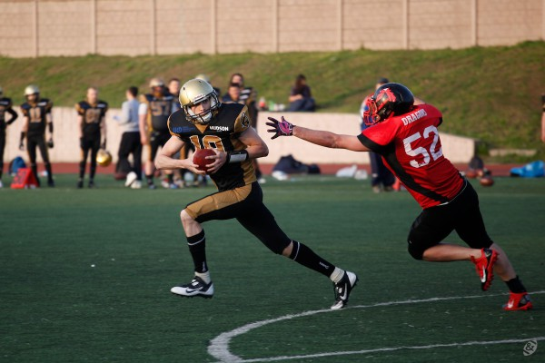 Moscow Spartans back-up quarterback Denis Tikhonov on the extra-point fake