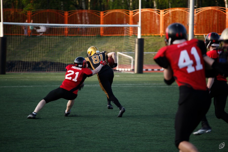 Moscow Spartans wide receiver Alexander Podyapolsky caryying the ball