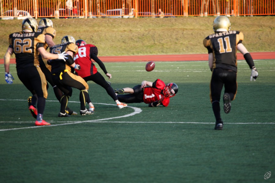 Moscow Dragons team fumbling the ball