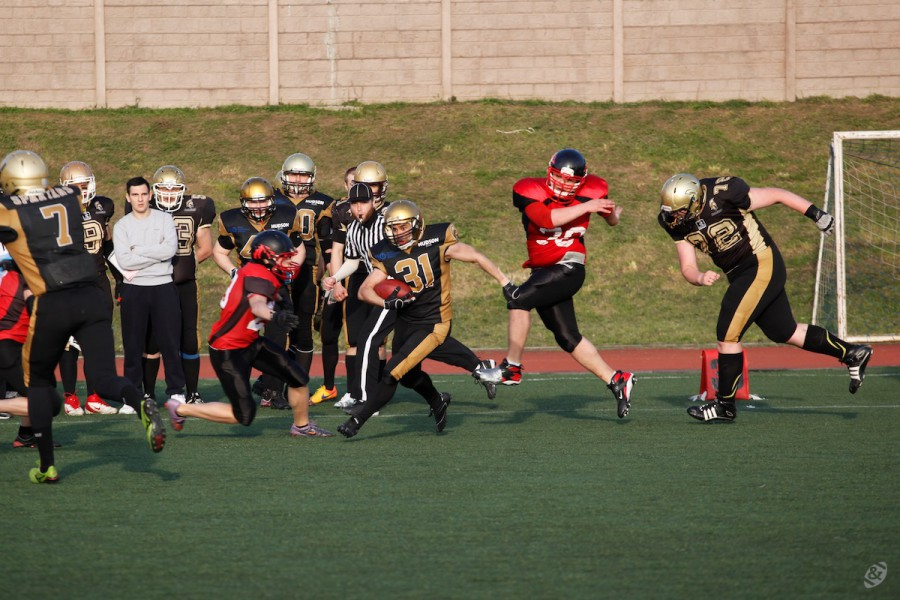 Moscow Spartans runningback Mario Telieria carrying the ball