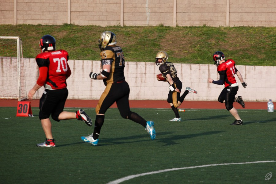 Moscow Spartans quarterback Ivan Goloveshkin carrying the ball