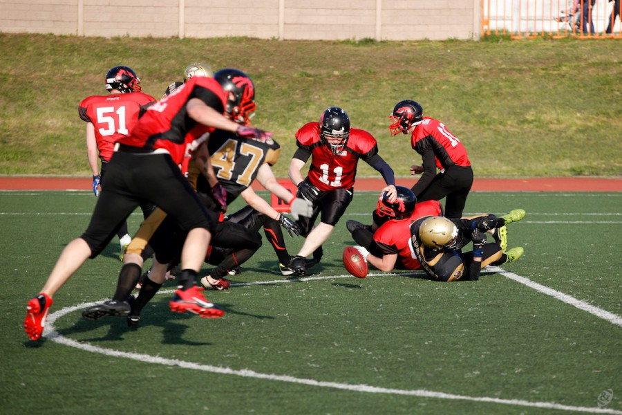 Moscow Spartans team fumbles the ball