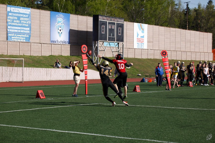 Moscow Dragons Free Safety Denis Kosolapov and Moscow Spartans receiver Vlad Usov fighting for the ball