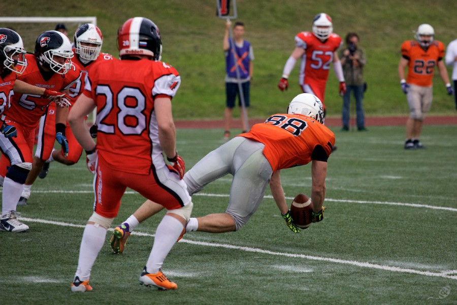 Patriots WR Pavel Radovich (#88) catching the ball