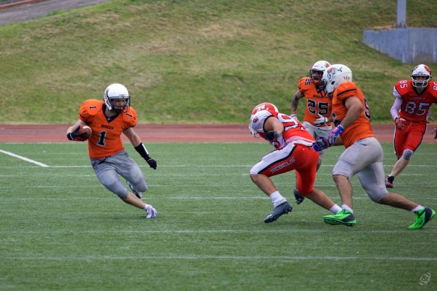 Patriots returner Viktor But (#1) returning the ball after punt