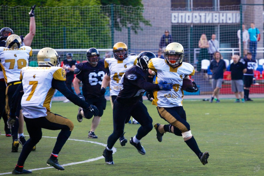 Spartans wide receiver Alxeander Starodubtsev carrying the ball