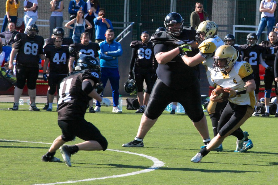 Spartans quarterback Ivan Goloveshkin (#21) carrying the ball