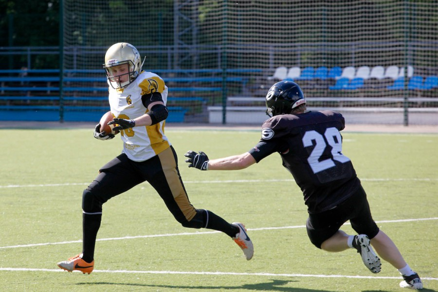 Spartans wide receiver Alexey Kozlov (#88) escaping from Black Storm cornerback Alexander Rudnev (#28)