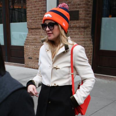 Kate-Hudson-Wearing-Denver-Broncos-Hat