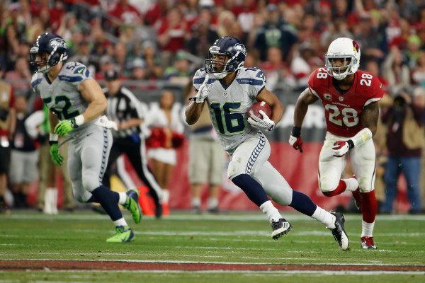 GLENDALE, AZ - JANUARY 03: Wide receiver Tyler Lockett #16 of the Seattle Seahawks runs with the football in the first half of the NFL game against the Arizona Cardinals at the University of Phoenix Stadium on January 3, 2016 in Glendale, Arizona. (Photo by Christian Petersen/Getty Images)