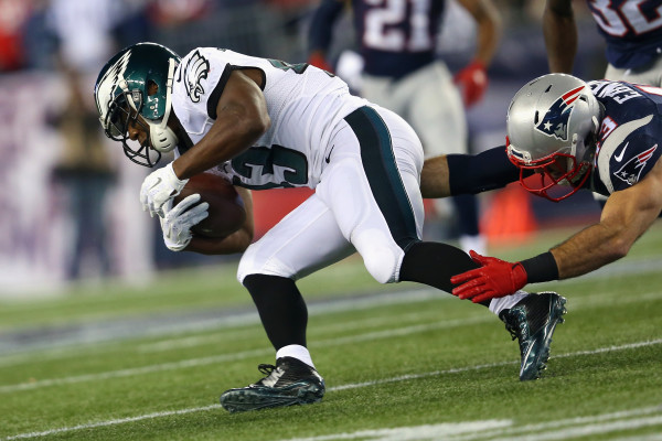 FOXBORO, MA - DECEMBER 06: Darren Sproles #43 of the Philadelphia Eagles runs with the ball during the first half against the New England Patriots at Gillette Stadium on December 6, 2015 in Foxboro, Massachusetts. (Photo by Jim Rogash/Getty Images)